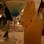 鸡尾酒和菠萝汁